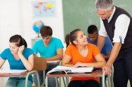nauczyciel i uczniowie