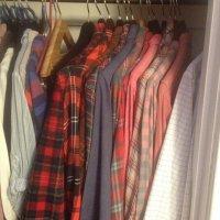 ubrania w garderobie